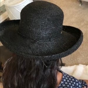 Blk straw hat by Callanan resont